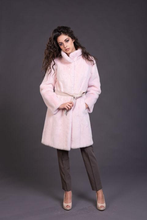 03 – Cappotto in visone rosa confetto con fusciacca.