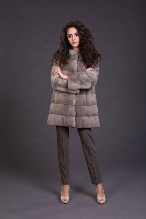13 – Cappotto con cappuccio in visone silverblue.