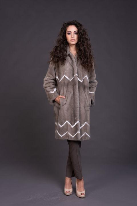 15 – Cappotto in visone silverblue, inserti a contrasto.