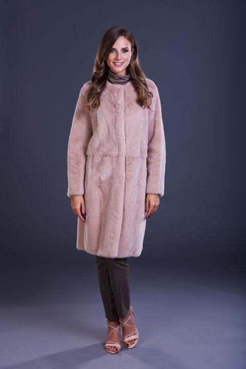16 – Cappotto in visone quarzo senza collo, lavorazione verticale.