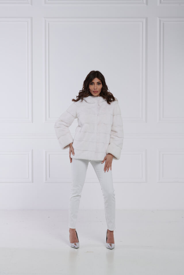 10 / Giacca con cappuccio in visone bianco
