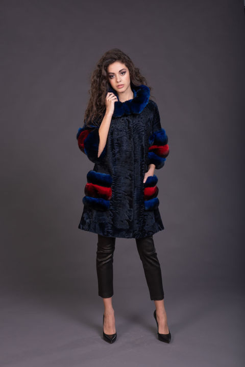 27 – Cappotto in persiano blu con inserti in chincilla.