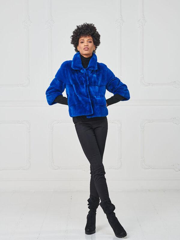 36 – Giacchino in visone blue royal, collo a camicia.