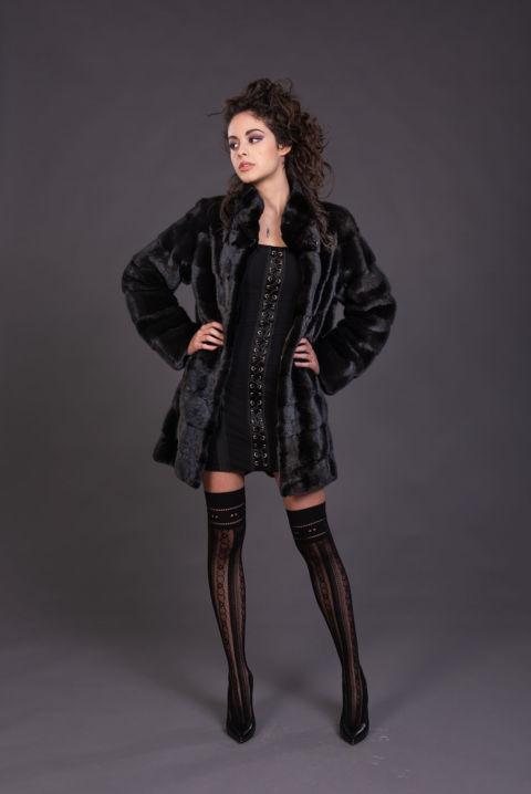 39 – Cappotto in visone black naturale.