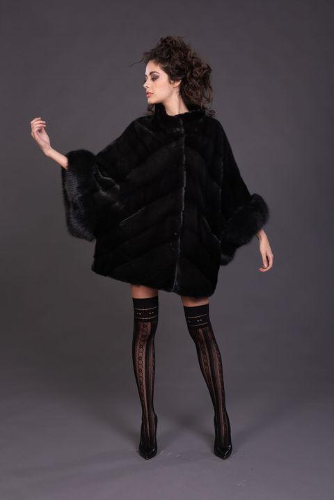40 – Mantella in visone black lavorazione diagonale.