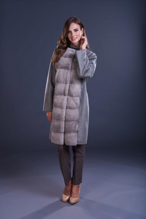 70 – Cappotto in cashmere grigio tortora senza collo, inserti in visone silverblue.