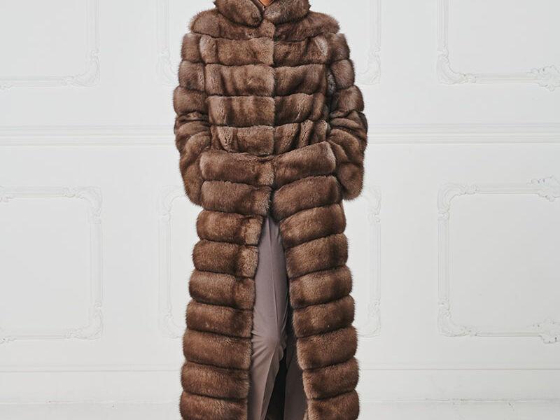 67 – Cappotto lungo in zibellino naturale.